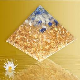 Orgonpyramide mit Bergkristall, Lapis ..