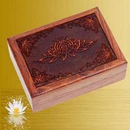 Kartenbox mit geschnitztem Lotus